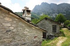 Дома в камне и белых мраморных камнях Garfagnana, Campocatino стоковое изображение