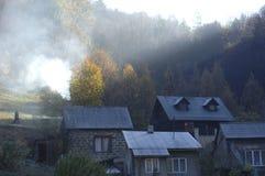 Дома в лесе с деревьями в Ojcow, Польше, 10 29 2005 Стоковая Фотография RF