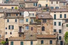 Дома в тосканской деревне Стоковые Изображения RF