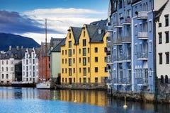 дома в центре города Alesund стоковое изображение