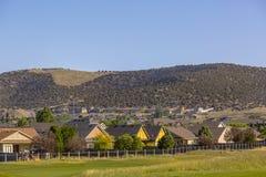 Дома горы орла полем для гольфа Стоковые Фото