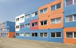 Дома грузового контейнера, построенные для студентов стоковое изображение rf