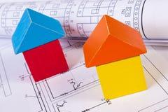 Дома деревянных блоков и кренов диаграмм на чертеже конструкции дома Стоковая Фотография RF
