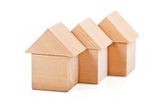 Дома игрушки сделанные из деревянных блоков Стоковая Фотография