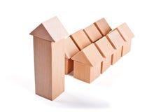 Дома игрушки сделанные из деревянных блоков Стоковые Изображения