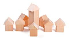 Дома игрушки сделанные из деревянных блоков Стоковые Фотографии RF