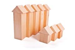 Дома игрушки сделанные из деревянных блоков Стоковое фото RF