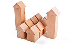 Дома игрушки сделанные из деревянных блоков Стоковое Изображение