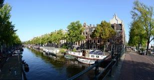 Дома канала в Амстердам Стоковое Изображение