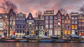 Дома канала на Brouwersgracht в Амстердаме в винтажном tonin Стоковые Изображения
