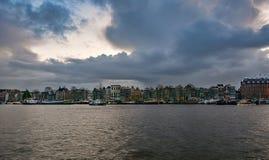 Дома канала характеристики и причаленные корабли вдоль Ooste Стоковое Изображение RF