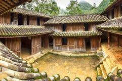 Дома красивой архитектуры деревянные, коттеджи объединенные, Bac Ha, Ha Giang Стоковые Фото