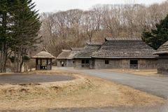 Дома людей музея деревни Shiraoi Ainu в Хоккаидо, Японии стоковые изображения