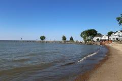 Дома на береге озера стоковая фотография