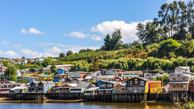 Дома на деревянных столбцах, острове Chiloe, Чили Стоковые Изображения RF