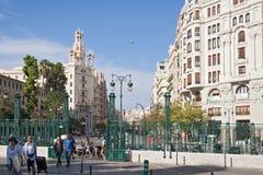 Дома на квадрате перед главным вокзалом в Валенсии, Испании Стоковые Фотографии RF