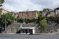 Дома на наклоне холма в Ереван Стоковое Изображение RF