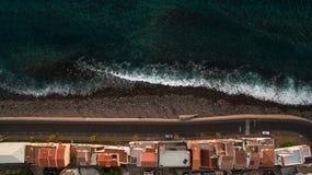 Дома на побережье Атлантического океана, Пола повреждают, вид с воздуха Мадейры, Португалии Стоковое Фото