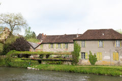 Дома на реке Auvezere стоковая фотография
