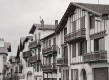Дома на улице Saint-Jean-de Luz Стоковое Фото