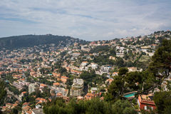 Дома на холме в d'Azur CÃ'te Стоковое фото RF