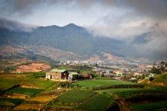 Дома на холме в Lang Biang, Dalat, Вьетнаме Стоковое Изображение RF