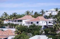 Дома на холме около острова St Marigot Мартин-карибского Стоковое Изображение RF