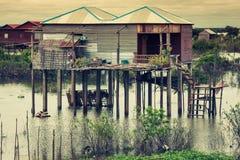 Дома на ходулях на плавая деревне Kampong Phluk, Tonle Стоковое Изображение RF