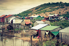 Дома на ходулях на плавая деревне Kampong Phluk, Tonle Стоковое фото RF