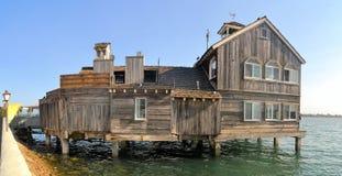 Дома на ходулях, palafito, в Castro, Chiloe Стоковые Изображения RF