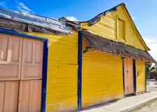 Дома острова Holbox красочные карибские мексиканськие стоковая фотография rf
