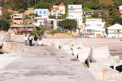 дома пляжа рядом с Стоковые Изображения RF