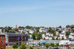 Дома поднимают холм в Портленде Мейне стоковое изображение rf