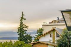 Дома прибрежной полосы озера, Bariloche, Аргентина Стоковые Изображения