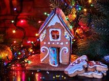Дома пряника в гирлянде рождества рождества Стоковое Изображение RF