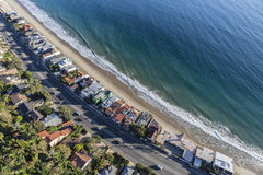 Дома пляжа Malibu и антенна шоссе Тихоокеанского побережья Стоковое Изображение