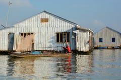 Дома рыбацкой лодки и воды перепад mekong Длинное Xuyen Вьетнам Стоковые Фотографии RF