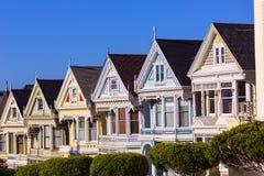 Дома Сан-Франциско викторианские в квадрате Калифорнии Alamo Стоковое Фото