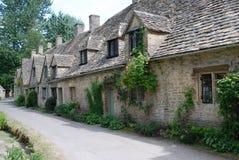 Дома строки Арлингтон, Bibury, Англии, Великобритании стоковое изображение