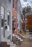 Дома строки в кантоне, Балтимор, Мэриленд стоковые фотографии rf