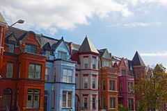 Дома строки красного кирпича в DC Вашингтона, США Стоковые Фото