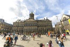 Дома строки на воде в Амстердаме стоковые фото