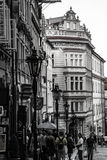 Дома строки с традиционными красными крышами в городской площади Праги старой в чехии Стоковое фото RF