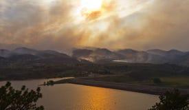 дома угрожают лесного пожара Стоковое фото RF