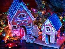 Дома хлеба имбиря с гирляндой рождества Стоковое Изображение