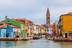 Дома цвета на острове Burano около Венеции Стоковые Фото
