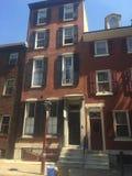 Дома brownstone квадрата Филадельфии Вашингтона западные на солнечный день Стоковое Изображение