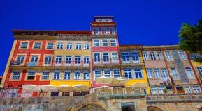 Дома Lisabon красочные стоковые изображения rf