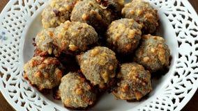 Домодельная еда, шарики мяса с сыром видеоматериал