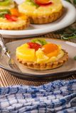 Домодельная яичница завтрака с томатом Стоковое фото RF